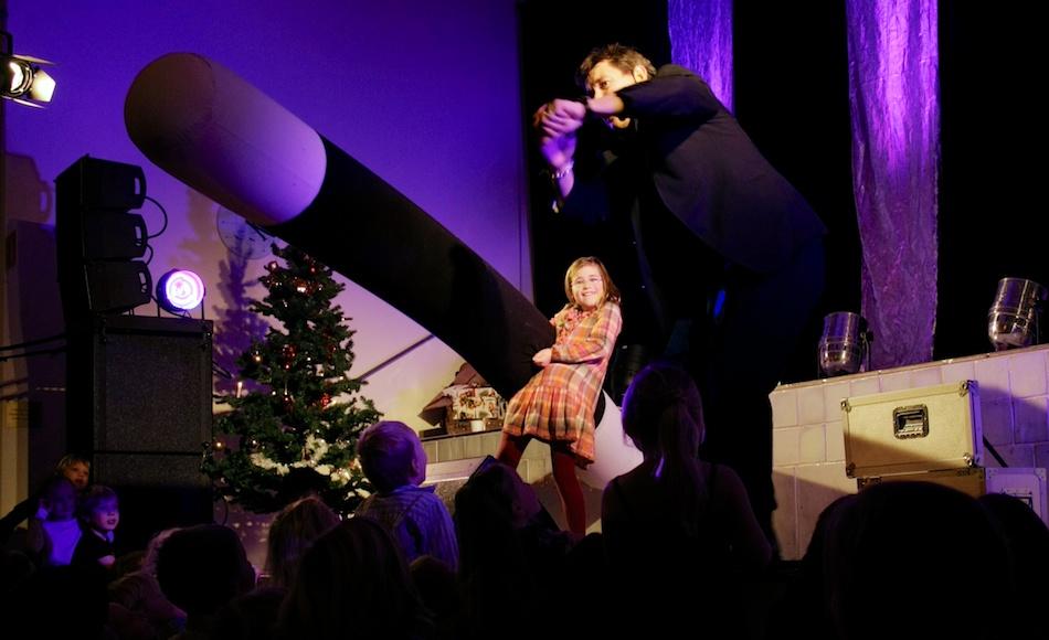 Trolleri med trollkarl på julgransplundring